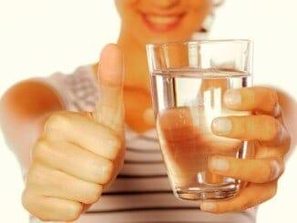 ¿Cuánto pesa este vaso con agua?