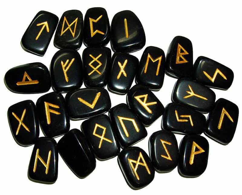 Odín tiene la Palabra — Las Runas — Alfabetos Rúnicos