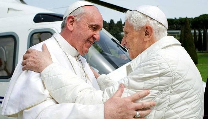 Encuentro Histórico - Papa Emérito y Papa Francisco