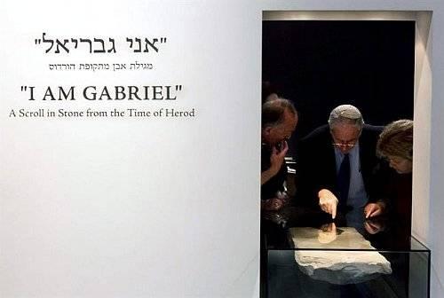 Exposición muestra al Árcangel Gabriel como Mensajero Divino en Constante Evolución