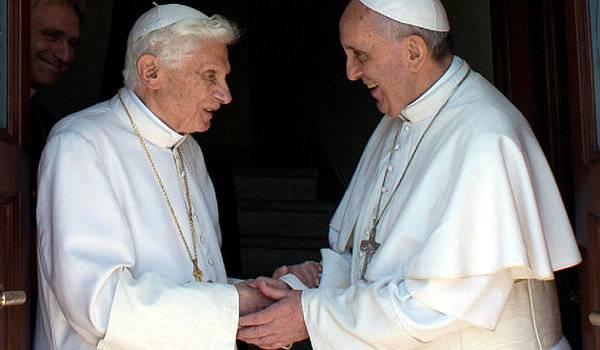 Papa Francisco y Benedicto
