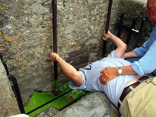 Besando la piedra