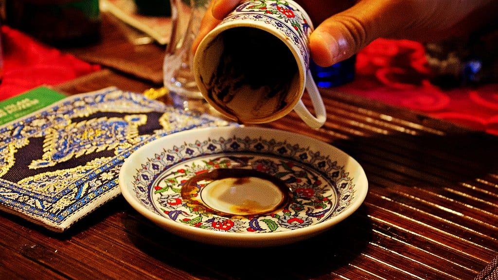 Leer el futuro en las tazas del café
