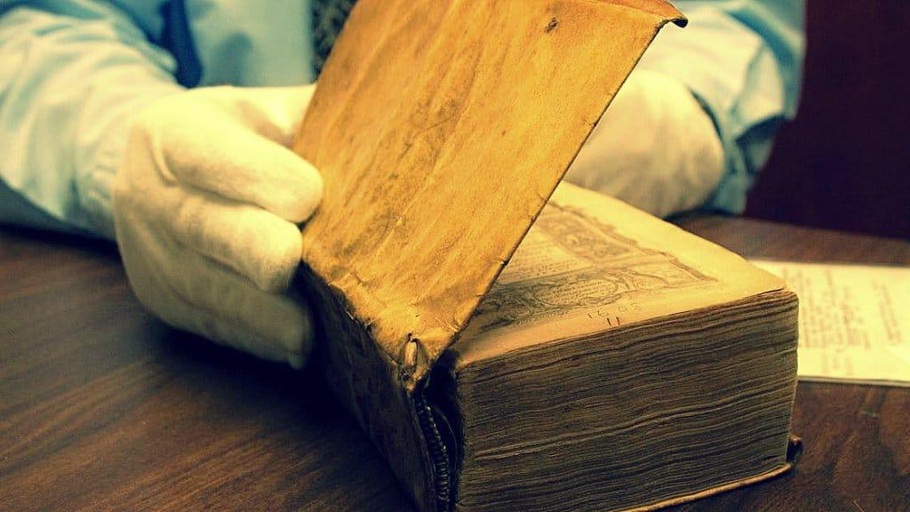 Libros con piel humana