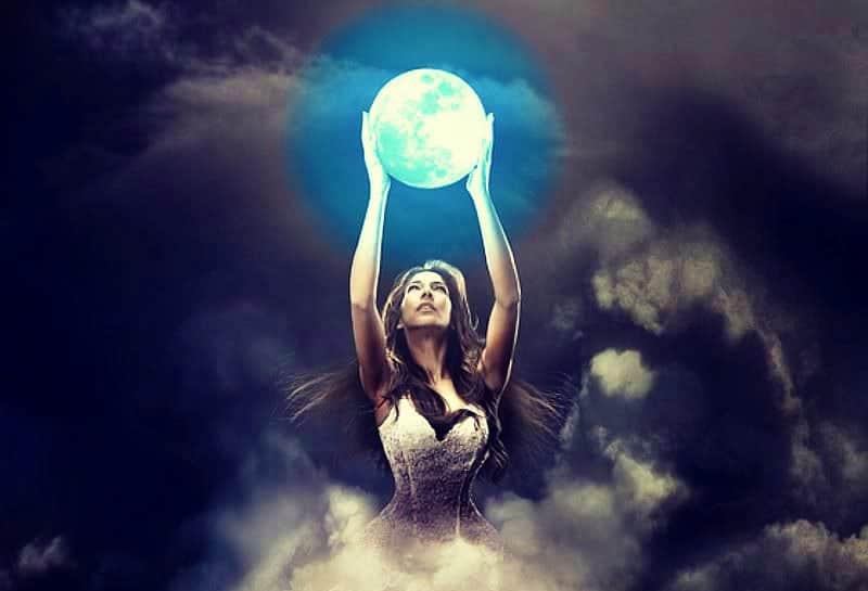 Rituales para la Noche de la Luna Azul con Albahaca