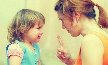 Los niños se portan peor cuando su mamá está presente