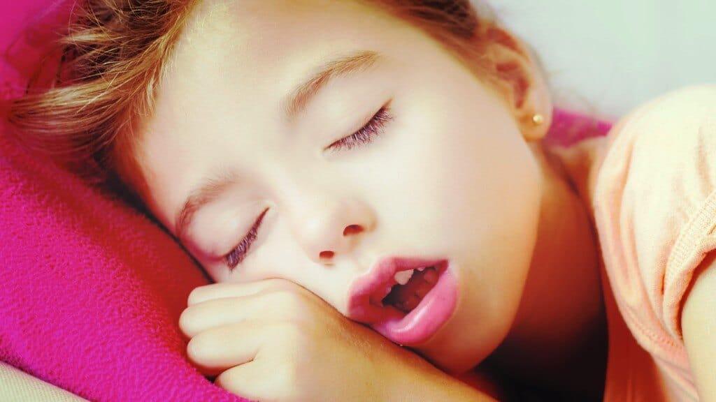 mi hija duerme con la boca abierta
