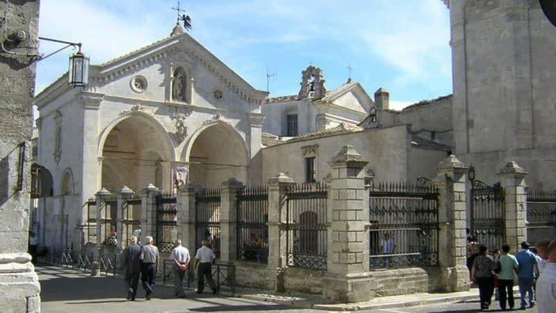 Santuario Di San Michele Arcangelo (Italia)