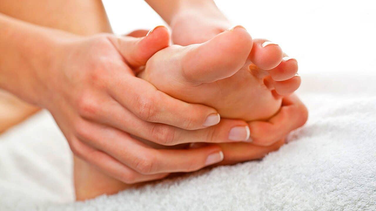 Masajea tus pies antes de dormir para ayudarte a conciliar el sueño
