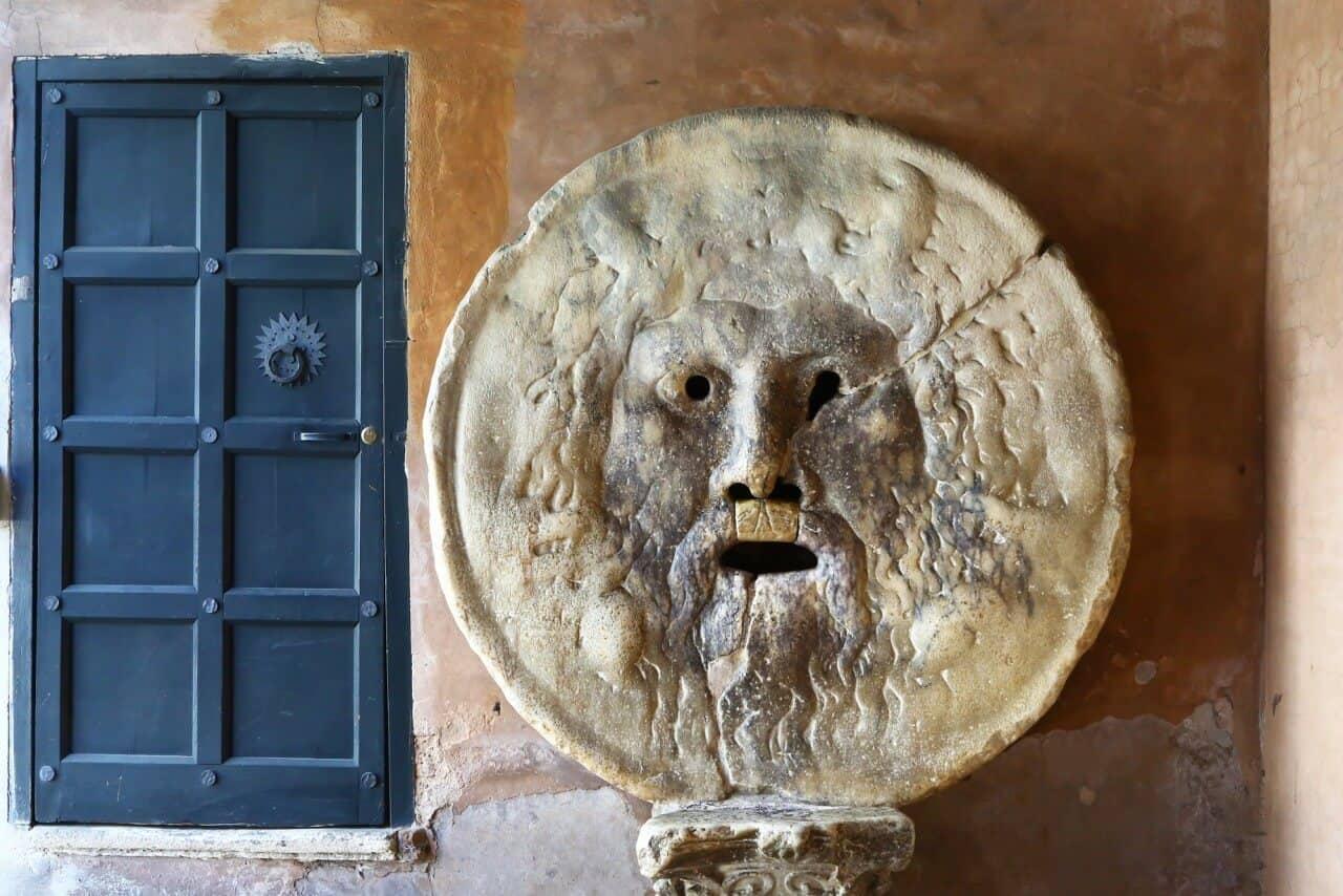Bocca della Verità – No puedes dejar de meter la mano… ¡hazlo sin miedo!