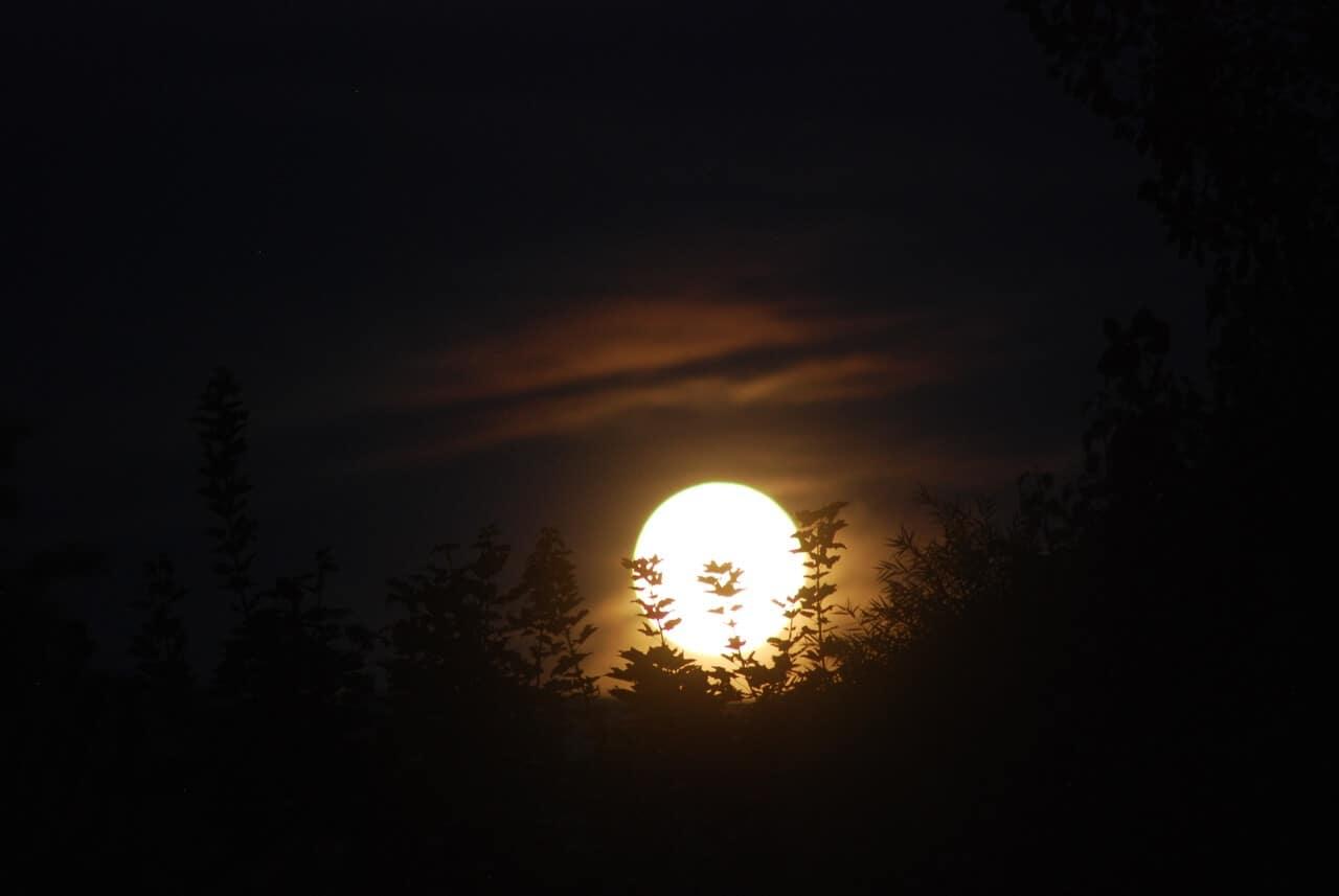 Luna Llena en Piscis para ir a vidas pasadas