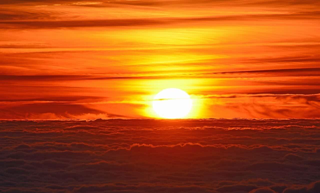 El Sol emitió dos llamaradas de clase X, la más alta en la clasificación, estas son, explosiones de plasma diez veces más grandes que la Tierra (en la imagen se puede observar esta masiva eyección de masa coronal).