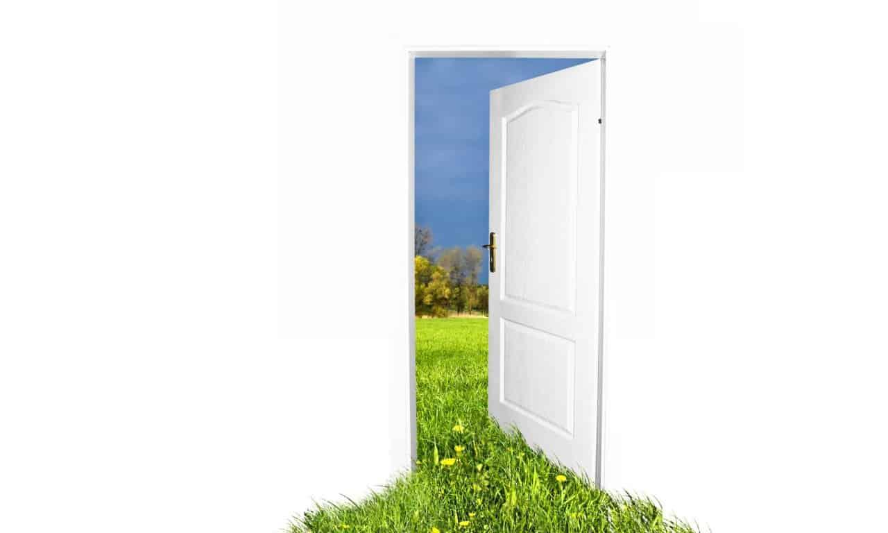 Cerrando puertas y no por orgullo, sino por que ya no encajas en ello...