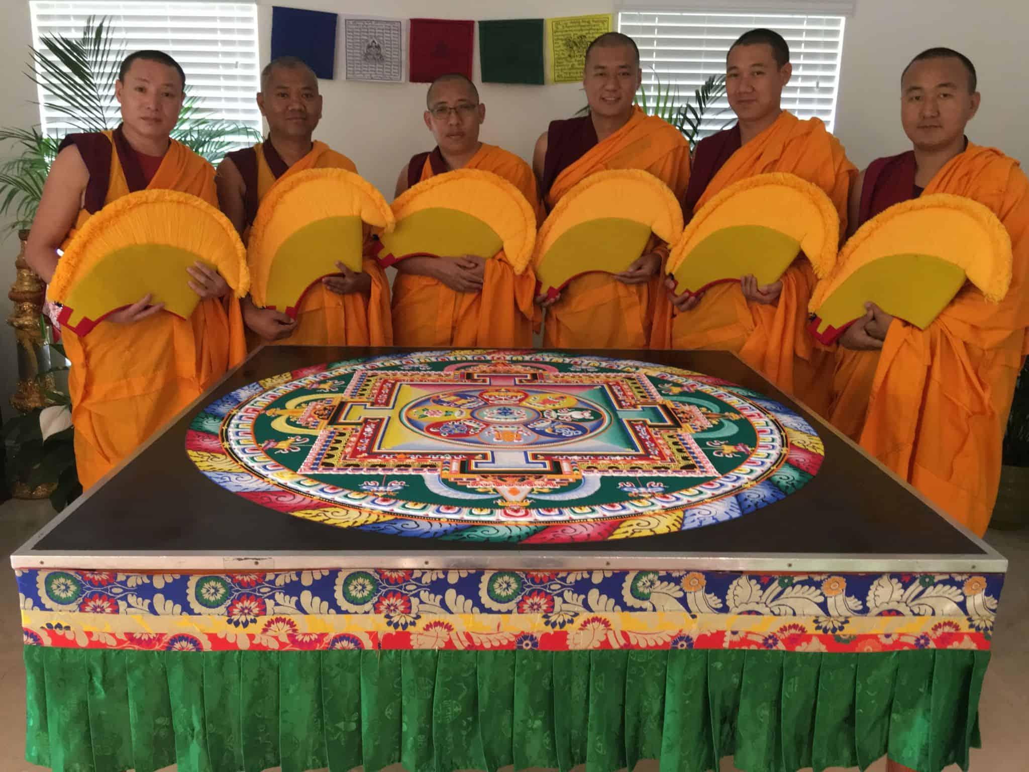 monjes del monasterio de Drepung Loseling