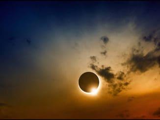 Solsticio de verano eclipsado